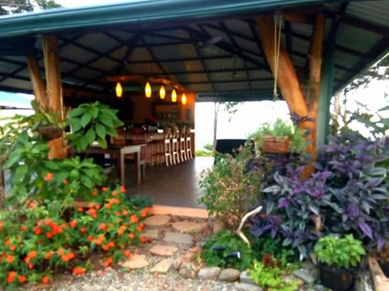 Orchid Point Bed & Breakfast Cabina Verde Near Dominical, holiday rental in Savegre