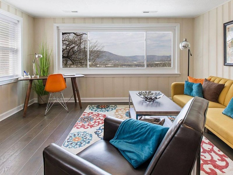 Historic Missionary Ridge Retreat w/Stunning Views Unit 3, vacation rental in Chattanooga