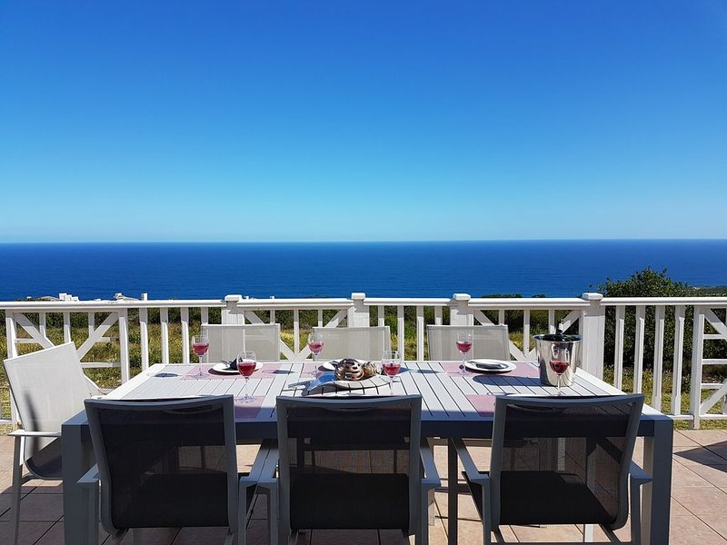 Moderne Lodge mit atemberaubendem 180°-Panoramablick auf den Indischen Ocea, casa vacanza a Dana Bay