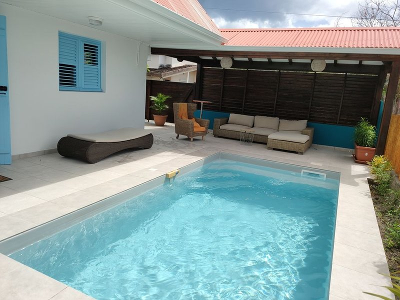 La Maison Bleue avec piscine privative au Carbet en Martinique, holiday rental in Le Carbet