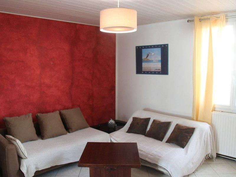Appartement en RDC surélevé de 66m2- Lyon 8 Santy-Mermoz-Pinel., holiday rental in Genas