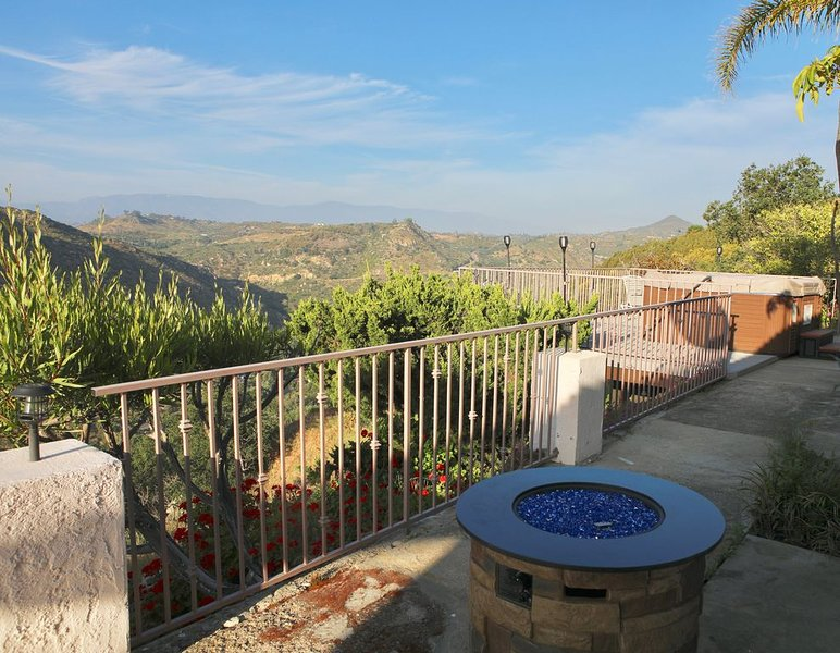 Quiet Hilltop Home With Stunning Hill Top And Valley Views, vacation rental in Valley Center