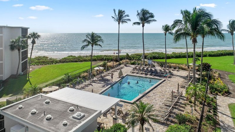 Welcome to The Royal Seahorse Beach Front Condo, vacation rental in Sanibel