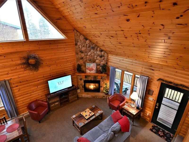 Lutsen's cutest vacation home.  Lake Superior & Mountain views.  3 season porch!, vacation rental in Lutsen