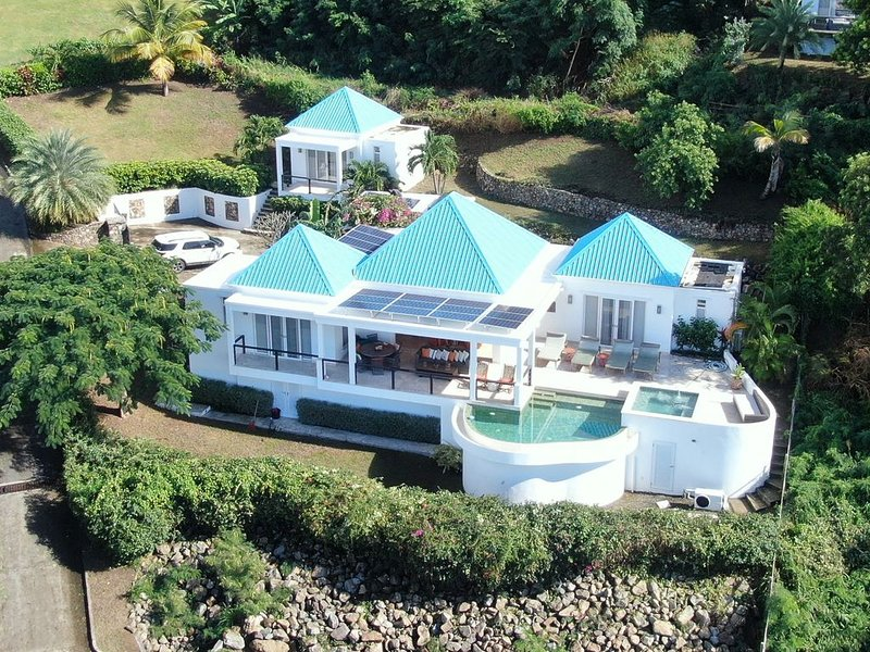 Luxurious Sugar Ridge Villa with Incredible View, holiday rental in Crab Hill