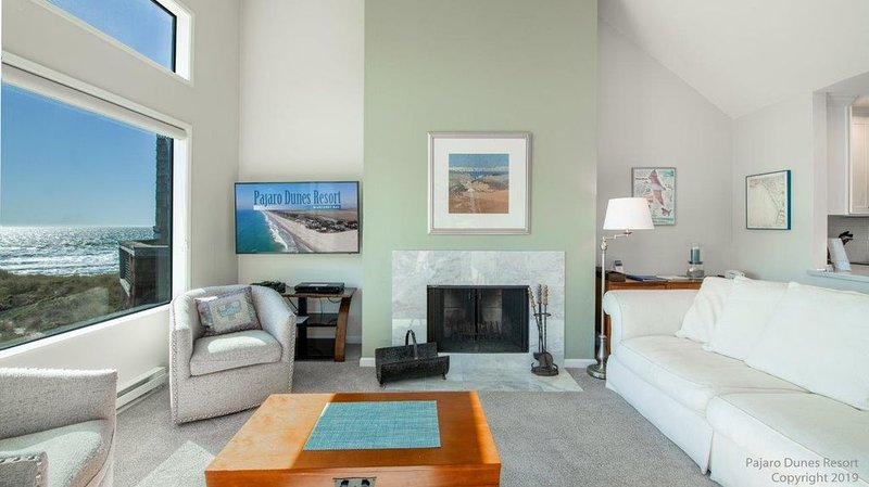 Ocean View Newly Remodeled Monterey Bay 2 Bedroom Condo - New to VRBO!, alquiler vacacional en Watsonville