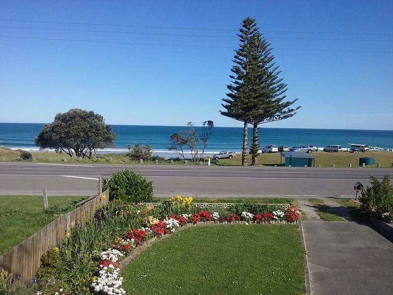 Family beach house now available!, location de vacances à Gisborne Region