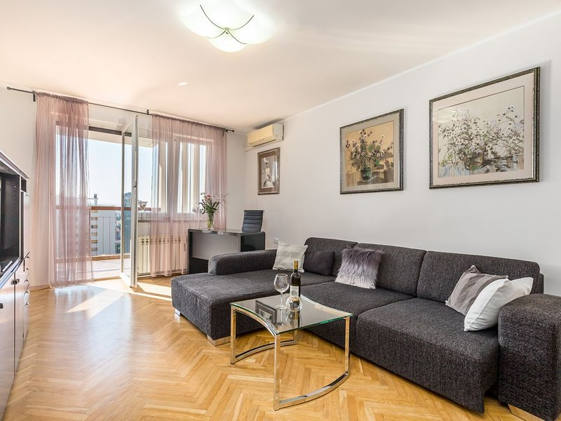 City View Apartment Rijeka, 5 people, balcony, free WiFi, great location, casa vacanza a Soboli