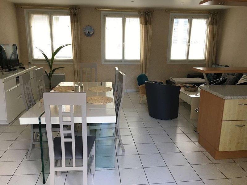 appartement sur le port de Saint-Vaast-la-Hougue, holiday rental in Le Vast