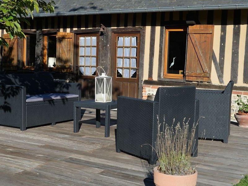Maison de charme avec piscine chauffée et couverte à 25 mns de Deauville, aluguéis de temporada em Asnieres