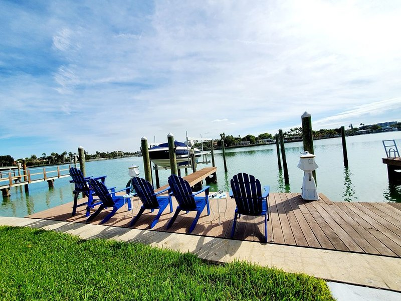 Beaches, Sunshine, and the Perfect Ocean getaway! Location! Location! Location!, aluguéis de temporada em Treasure Island