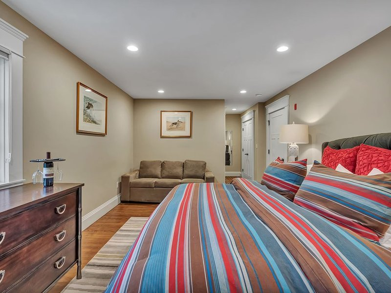 Beautifully Appointed Accommodations with pull out sofa room 203, alquiler vacacional en Wilmington