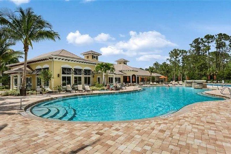 Lake Front Villa in Premium Community, alquiler de vacaciones en Lehigh
