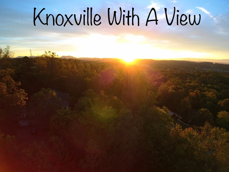 WOW! 3500 SQFT 4 bedroom peaceful PRIVATE acre+ retreat! Close to downtown  & UT, vacation rental in Knoxville