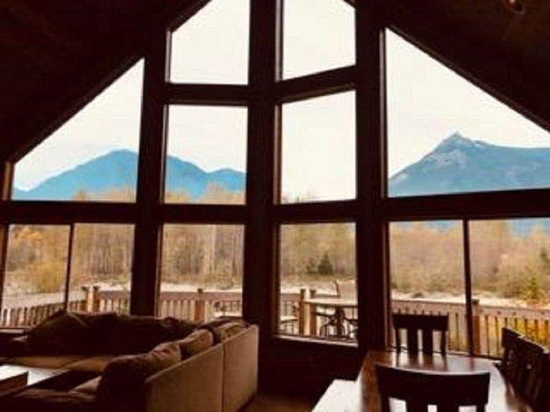 newer riverfront cabin on 5 acres, sleeps 12 great views, holiday rental in Packwood
