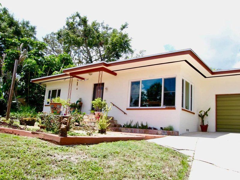 Riverview Charmer~ 1/2 Block to the Intercoastal Waterway, alquiler vacacional en Cocoa
