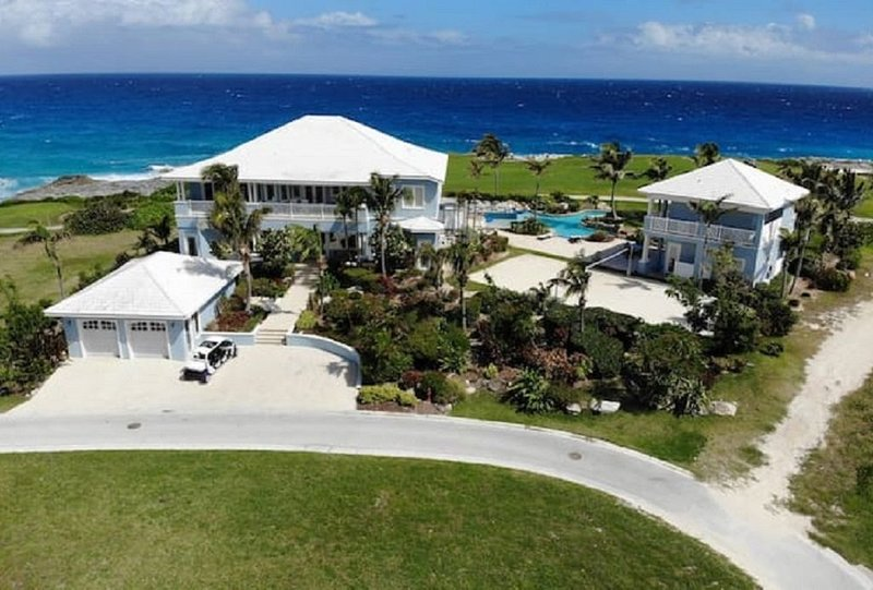 Luxury Ocean Estate, offers large private heated pool, hot tub jacuzzi & garden., holiday rental in Rolleville
