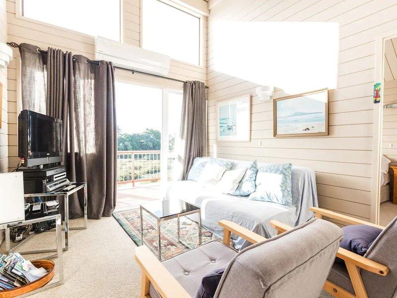 3 Bedroom Home with Harbour Views, holiday rental in Karaka