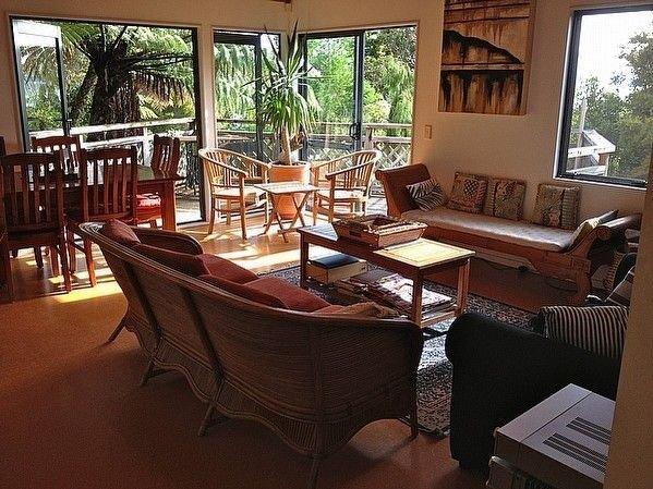 The Lake House - Pukawa Holiday Home, holiday rental in Turangi