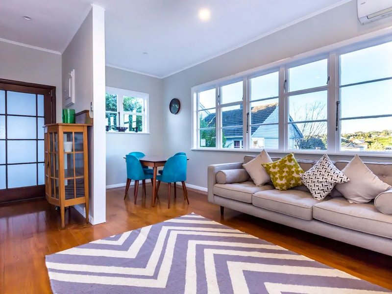 Mission Bay Freshly Renovated 2 Bedroom Home, vacation rental in St Heliers
