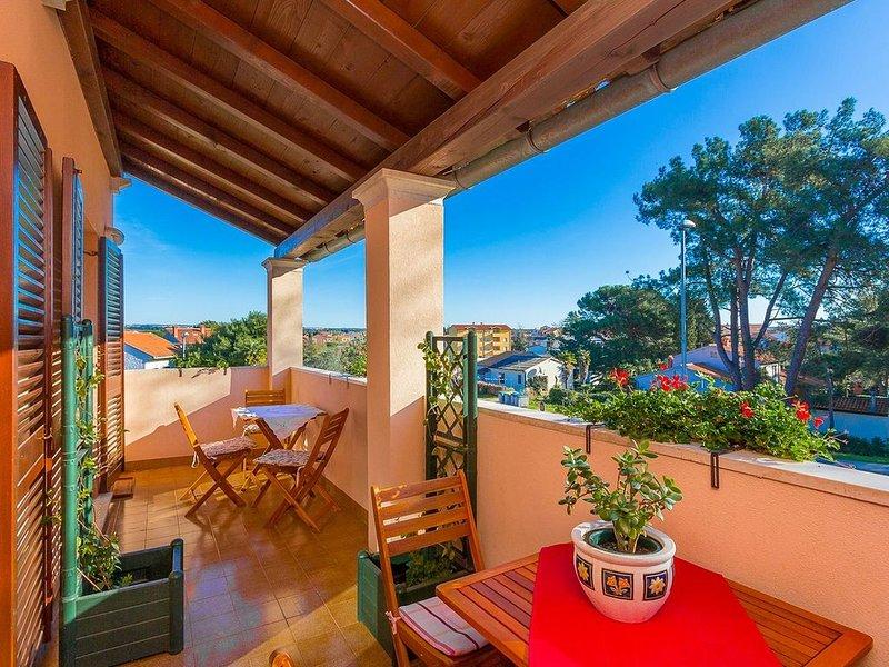 Schöne Ferienwohnung nur 300 Meter bis zum Strand mit Küche, Bad, Klima, Parkpla, vacation rental in Fazana