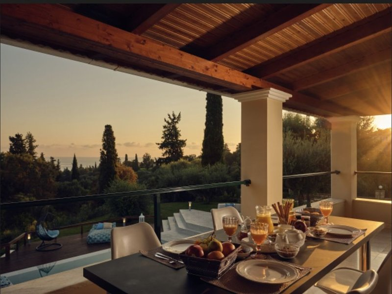 Villa Castelletto Sea View Heated pool n Spa, vacation rental in Kypseli