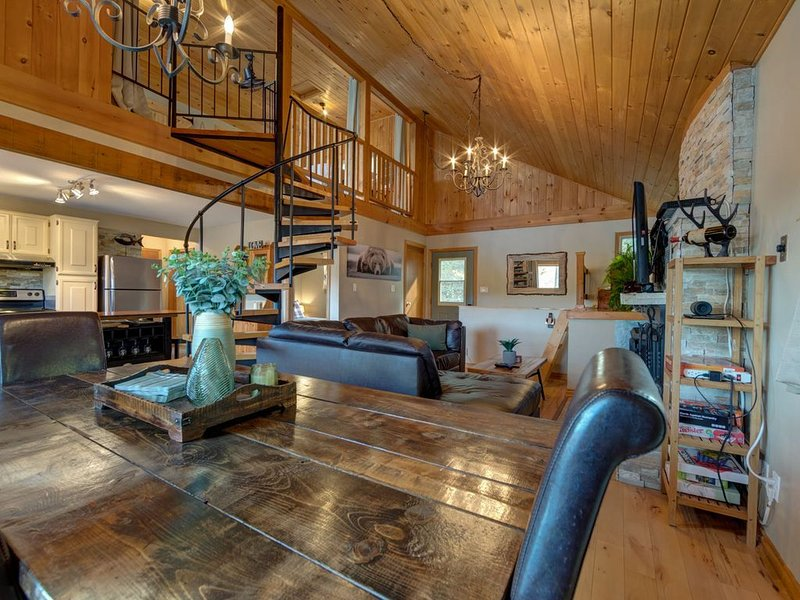 Cozy Lakehouse retreat in the Kawartha Lakes Region- short drive from Toronto!, alquiler de vacaciones en Gores Landing