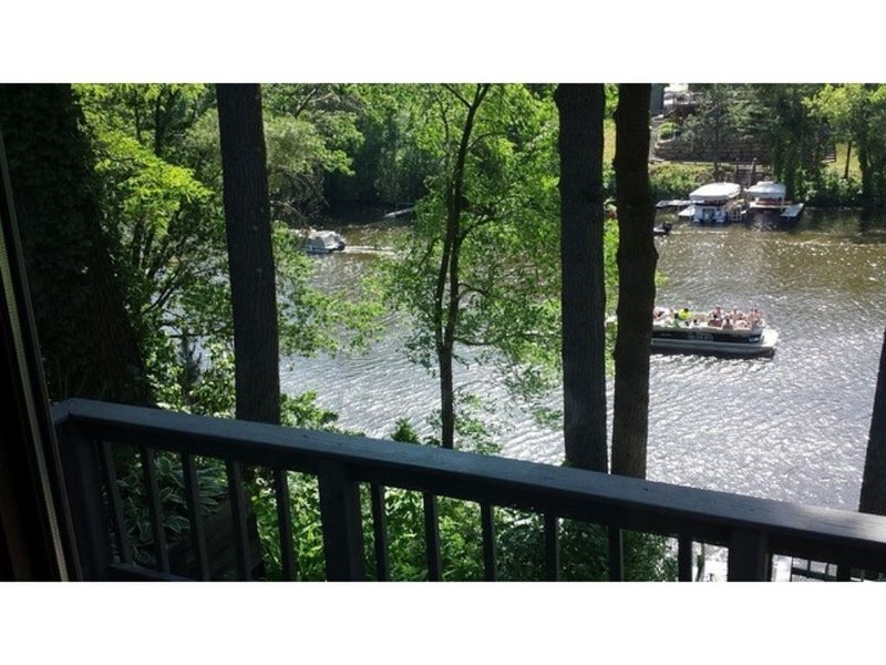 Paradise On The Water In The Center Of Everything, holiday rental in Merrimac