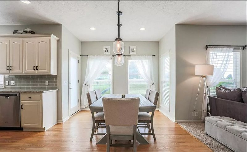 CLEAN Updated & Spacious Family Home!, vacation rental in Ralston
