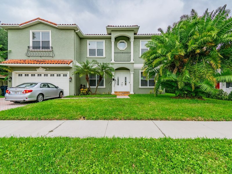Spectacular Mediterranean style South Tampa Pool home., location de vacances à Tampa