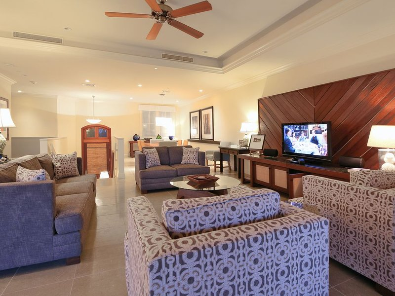 I.P.M PRESENTS:  HOOLEI 55-3. ADJACENT TO THE HOOLEI POOL. FROM $545/NT, holiday rental in Kihei