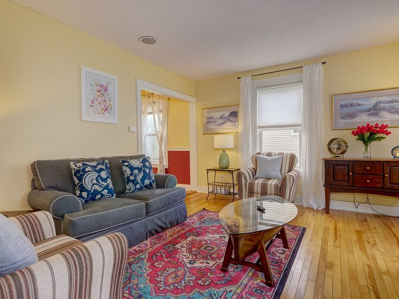 Lovely Walkable Intown BarHarbor Gem w/Parking/Easy access AcadiaNat'l Park, holiday rental in Otter Creek