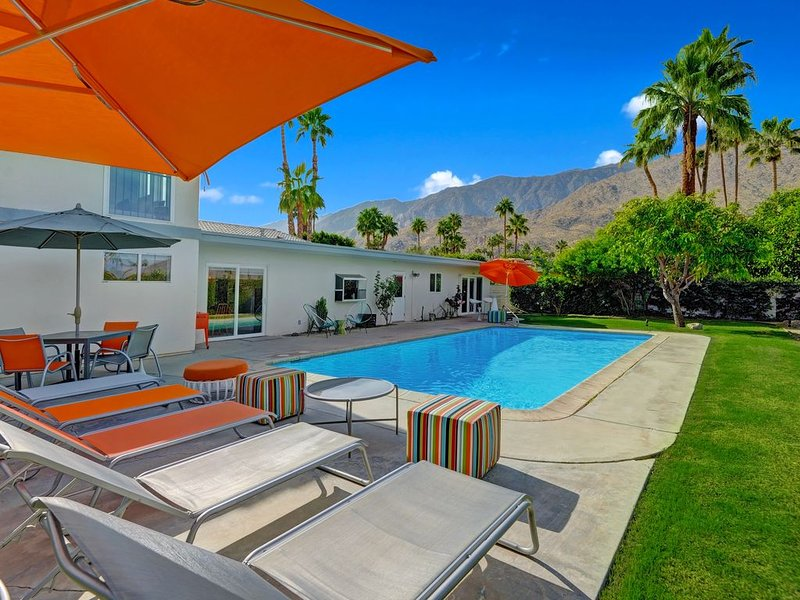 Mid-Century Charmer with Private Pool & Huge Back Yard - City ID # is 4091, alquiler de vacaciones en Palm Springs