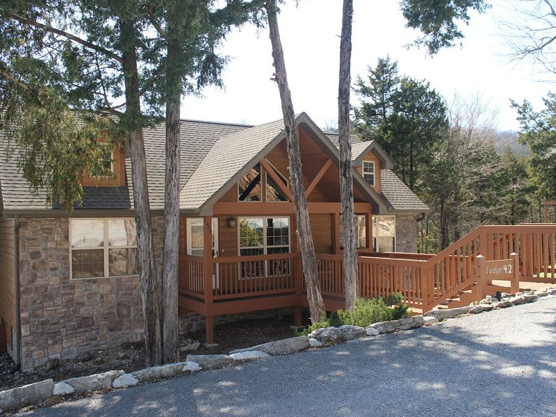 2BD/2BA BRANSON CABIN by SILVER DOLLAR CITY,  We Pay the CLEANING FEES!!!!!, holiday rental in Branson