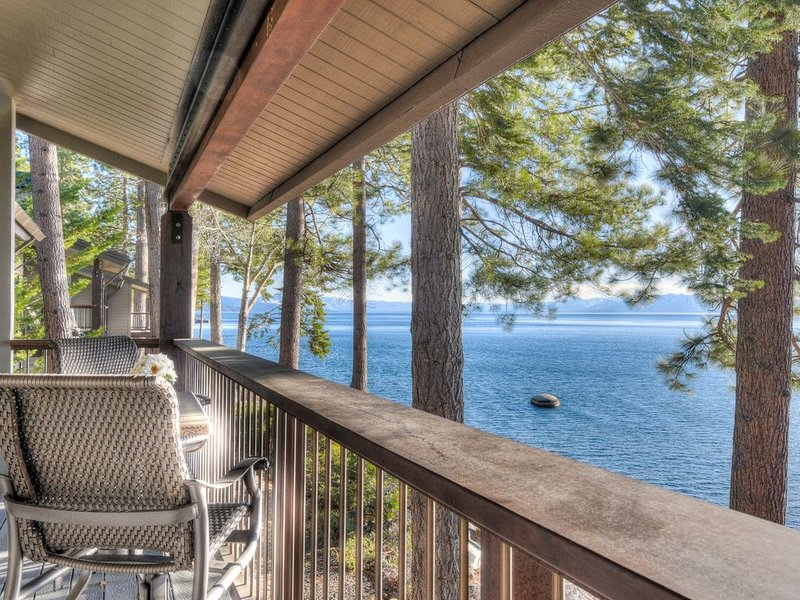 High End LAKEFRONT Home in Brockway Springs Resort, 15 min drive to Resort, vacation rental in Kings Beach