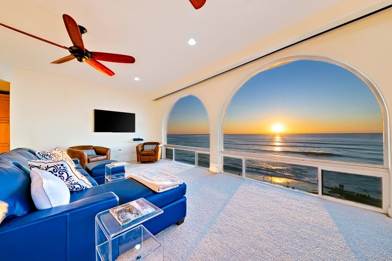 Oceanfront Penthouse with Views & Steps from Windansea!, holiday rental in La Jolla