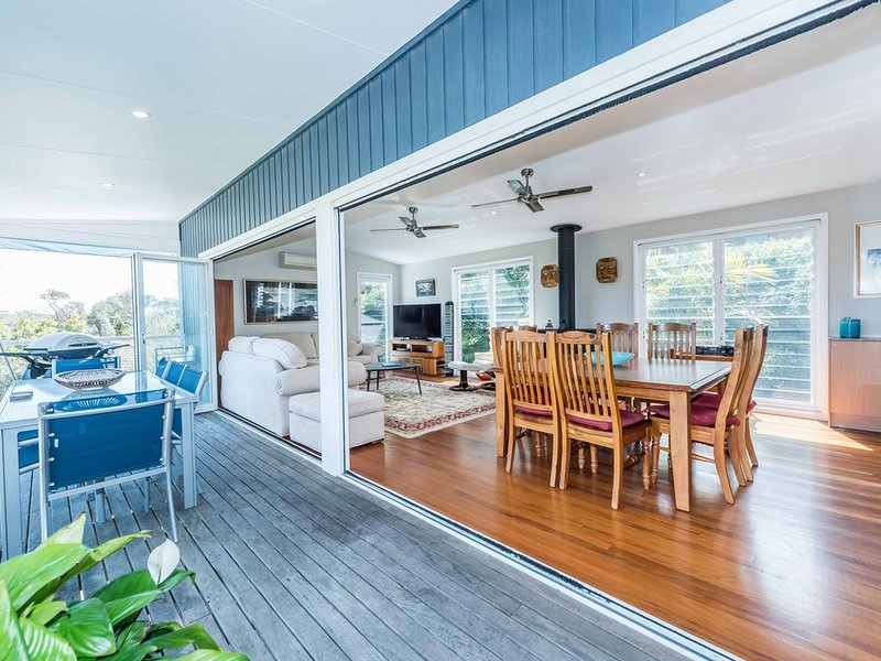 LAZY DAYZ at SHOAL BAY is now available for holiday rental after a 2 year break., casa vacanza a Port Stephens