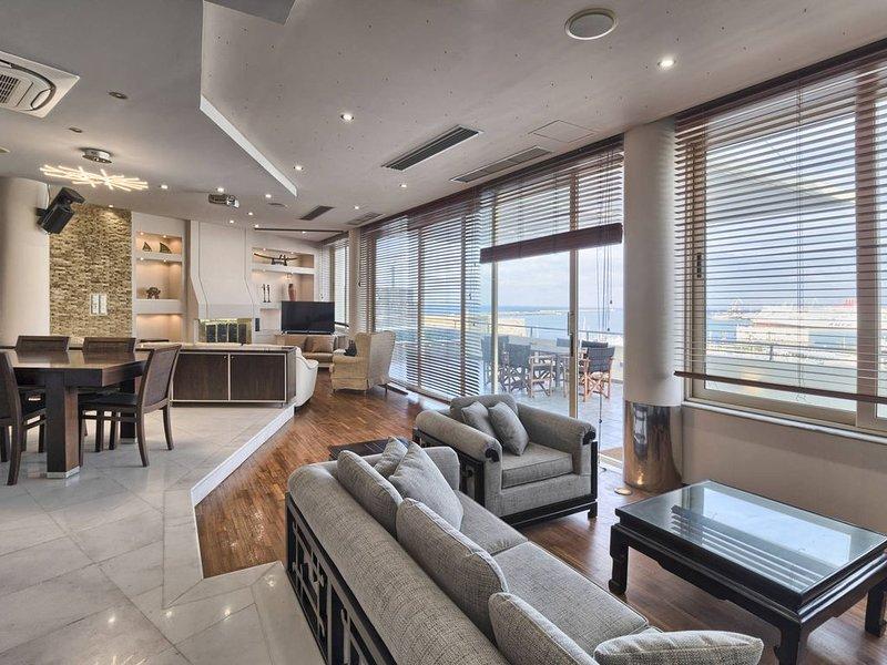 Luxury apartment overlooking the Venetian Castle and the old port, aluguéis de temporada em Heraklion