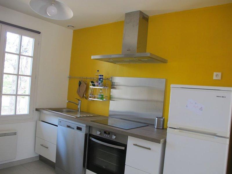 Maison individuelle 8 pers 1 km plage, location de vacances à Camiers
