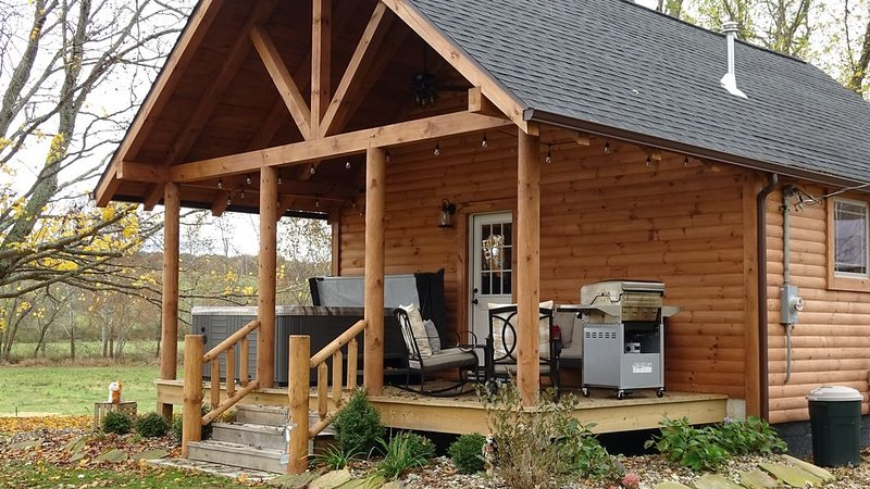Just minutes away from Hocking Hills parks!, holiday rental in Logan