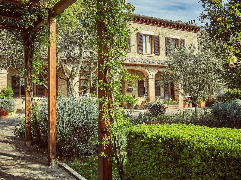 Villa with whirpool bath and garden  by the walls and ancient medieval towers, vacation rental in Pienza