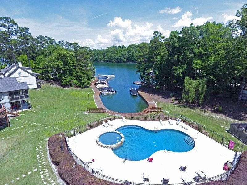 February Month-Long Rental - Beautiful Lake Martin - Work (Remotely) and Play, location de vacances à Tallassee