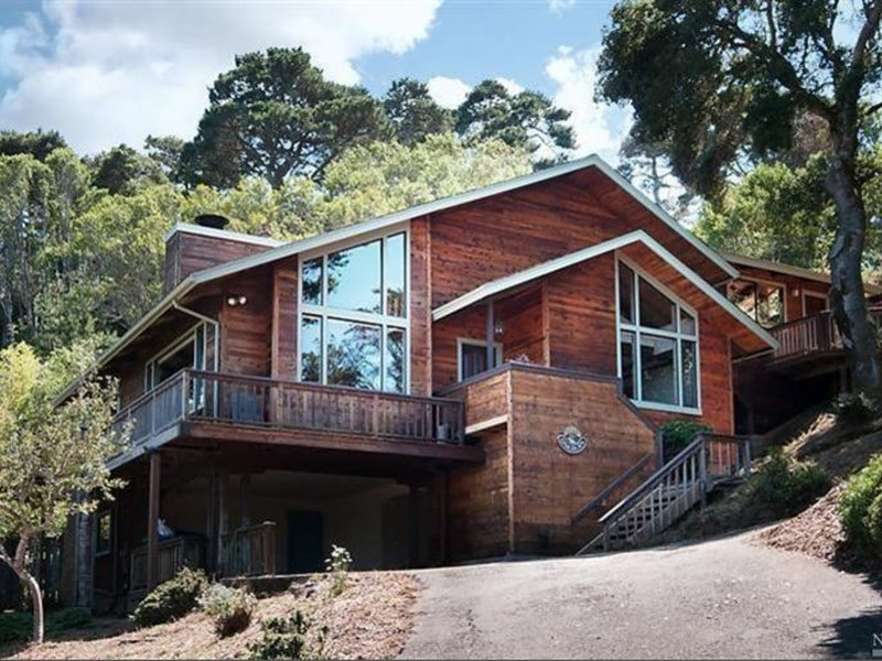 Inverness beach house overlooking Tomales Bay, alquiler vacacional en Marshall