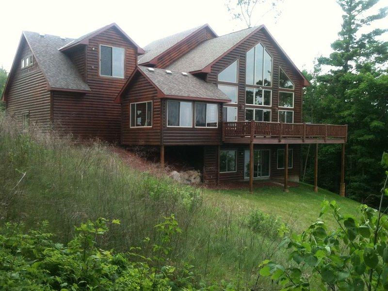 Million dollar property!!! . Professional interior design  rustic decor ., location de vacances à Federal Dam