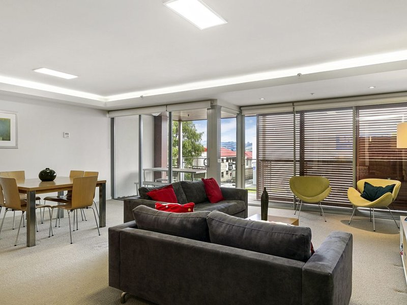 Relax on Roberts - Modern, central apartment includes WiFi and Linen, aluguéis de temporada em Taupo District