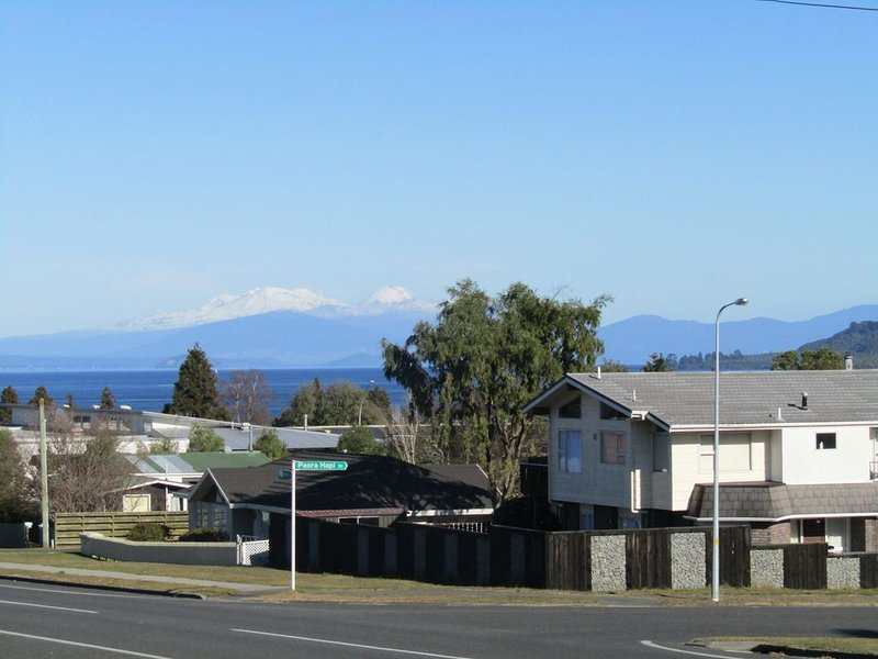 Kaimanawa Kutie - Very central, FREE: Wi-Fi,  Sky TV and Linen., casa vacanza a Taupo