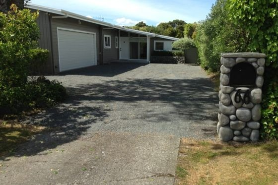 Rainbow Bach 66 - Beautiful house and section in Rainbow Point, holiday rental in Taupo