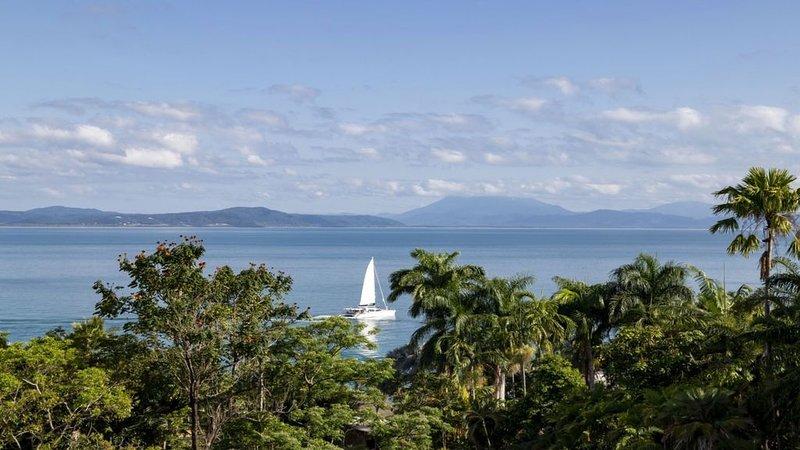 Island Point Villa 5, vacation rental in Newell Beach