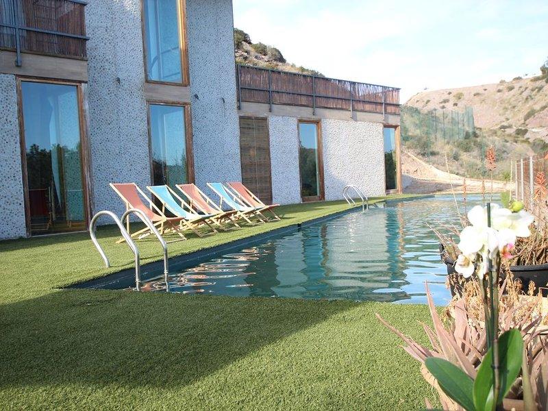 Fantástico Chalet Ecológico en los Collados de Zieschang para 12 personas, vacation rental in Aguilas
