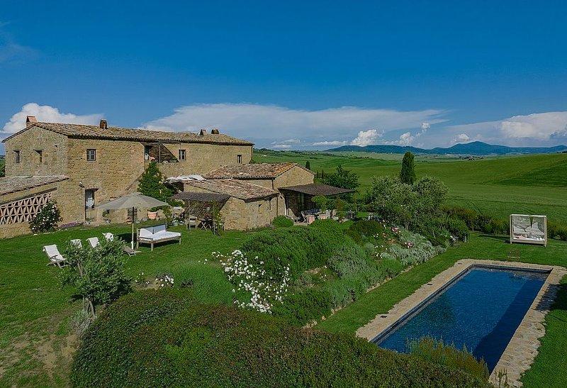 Villa Irmina, rimborso completo con voucher*: Una caratteristica e accogliente a, holiday rental in Gallina